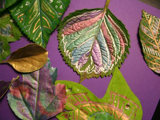 Leaf Doodling With Metallic Pens