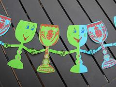 A Dancing Wine Goblet Paper Chain!